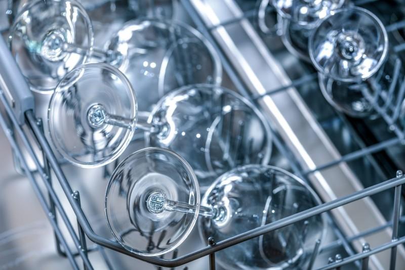 Sådan finder du den rigtige industriopvaskemaskine til dit storkøkken
